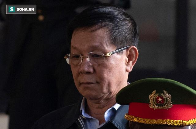 Cựu tướng Nguyễn Thanh Hóa tươi cười, ông Phan Văn Vĩnh liên tục đọc cáo trạng 235 trang - Ảnh 9.