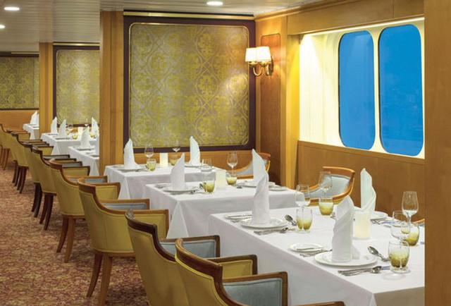 Khách sạn nổi ngoài khơi đầu tiên có nhà hát bao trọn hơn 500 khán giả tại Dubai: Sự lựa chọn hoàn hảo để nghỉ dưỡng cho giới thượng lưu  - Ảnh 1.