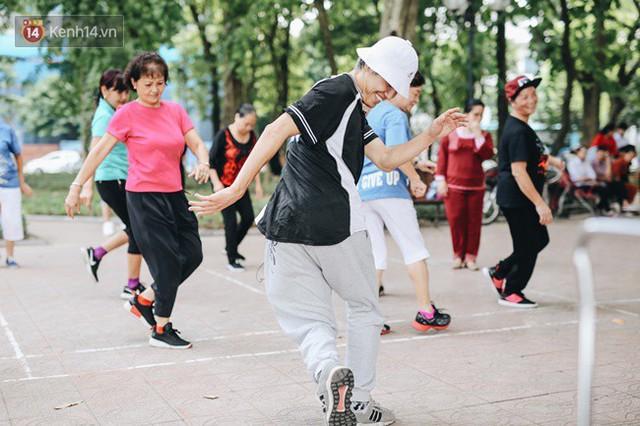 Sung như các cụ bà U80 nhảy Hip hop ở hồ Gươm: Mỗi ngày trồng cây chuối 10 cái, vừa thổi cơm vừa bật nhạc nhảy - Ảnh 13.