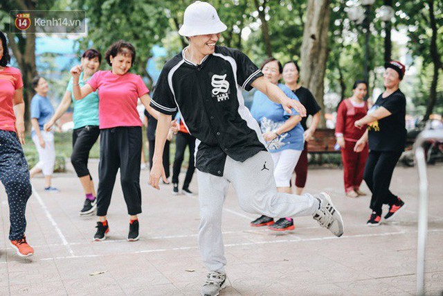 Sung như các cụ bà U80 nhảy Hip hop ở hồ Gươm: Mỗi ngày trồng cây chuối 10 cái, vừa thổi cơm vừa bật nhạc nhảy - Ảnh 15.
