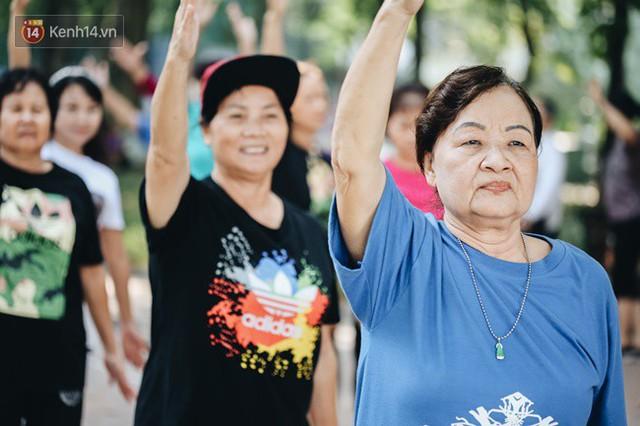 Sung như các cụ bà U80 nhảy Hip hop ở hồ Gươm: Mỗi ngày trồng cây chuối 10 cái, vừa thổi cơm vừa bật nhạc nhảy - Ảnh 6.