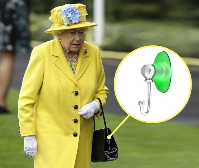 9 bí mật bất ngờ về Nữ hoàng Anh: Luôn mang theo túi máu và 1 cái móc nhỏ khi ra ngoài - Ảnh 4.