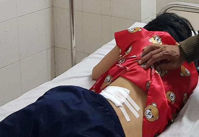 Vụ CSGT nổ súng khiến người phụ nữ bị thương: Xe máy chở theo túi đen nghi ngờ hàng cấm - Ảnh 1.