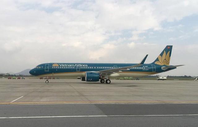 Cận cảnh nghi thức phun nước đón máy bay thế hệ mới Airbus A321neo - Ảnh 3.