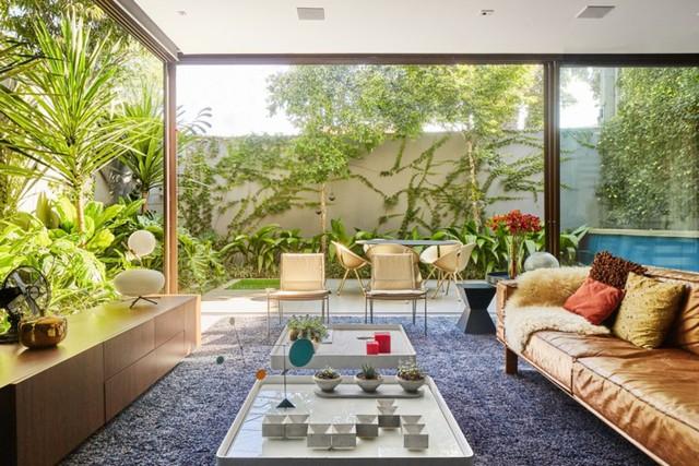 Ngôi nhà 2 tầng có vườn cây xanh tốt bao quanh - Ảnh 3.