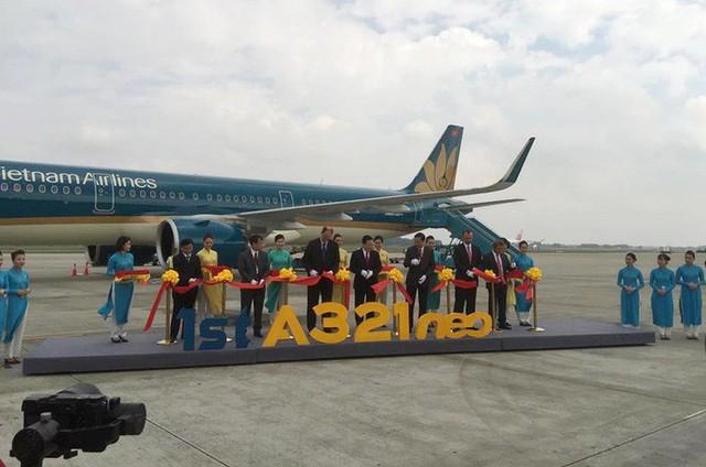 Cận cảnh nghi thức phun nước đón máy bay thế hệ mới Airbus A321neo - Ảnh 4.