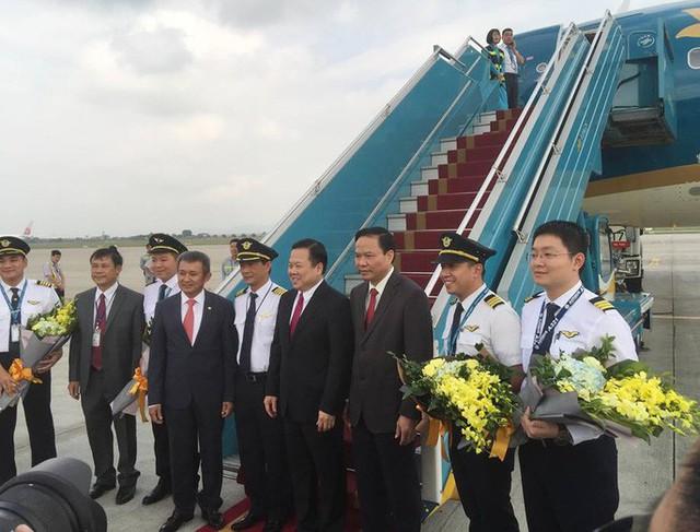 Cận cảnh nghi thức phun nước đón máy bay thế hệ mới Airbus A321neo - Ảnh 6.