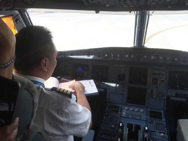 Cận cảnh nghi thức phun nước đón máy bay thế hệ mới Airbus A321neo - Ảnh 8.