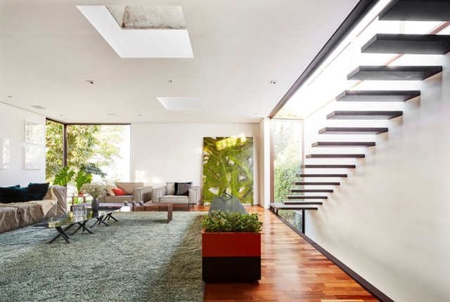 Ngôi nhà 2 tầng có vườn cây xanh tốt bao quanh - Ảnh 10.