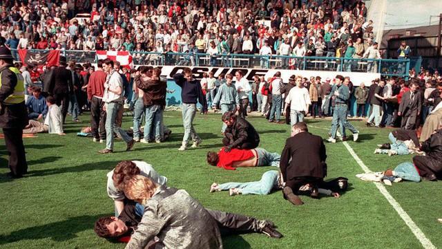 Những thảm kịch kinh hoàng khi fan đi cửa ngách vào sân vận động - Ảnh 1.