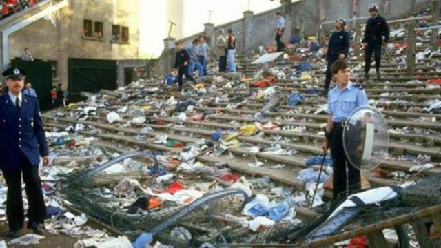 Những thảm kịch kinh hoàng khi fan đi cửa ngách vào sân vận động - Ảnh 2.