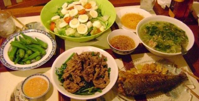 Nhiều bệnh nguy hiểm sinh ra từ cách ăn uống sai lầm này của người Việt - Ảnh 2.