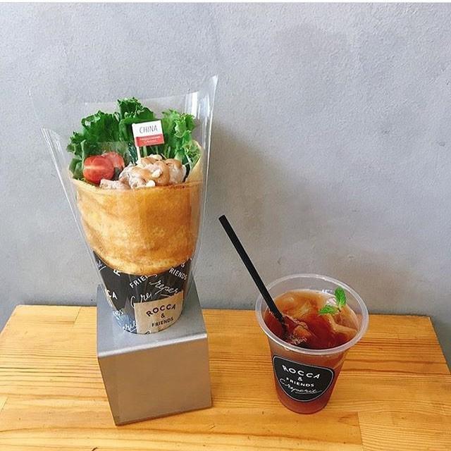 Chỉ từ bánh crepe mà cửa hàng này đã tạo ra 1001 kiểu thưởng thức, thậm chí ăn cùng pate gan, đồ chua như ở Việt Nam - Ảnh 12.