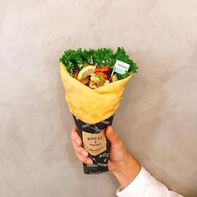 Chỉ từ bánh crepe mà cửa hàng này đã tạo ra 1001 kiểu thưởng thức, thậm chí ăn cùng pate gan, đồ chua như ở Việt Nam - Ảnh 13.