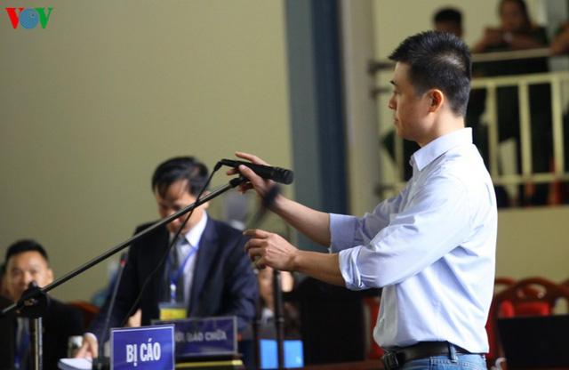 Phan Sào Nam và dì ruột Phan Thu Hương cùng khóc khi nhắc đến gia đình - Ảnh 1.