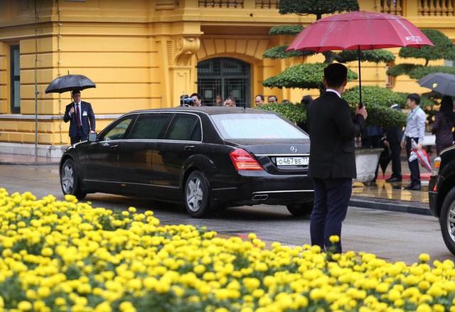 Cận cảnh lễ đón Thủ tướng Nga Dmitry Medvedev tại Phủ Chủ tịch - Ảnh 1.