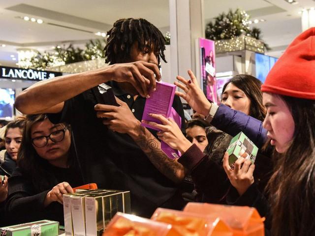 Ngày hội mua sắm Black Friday trên thế giới diễn ra như thế nào? - Ảnh 1.