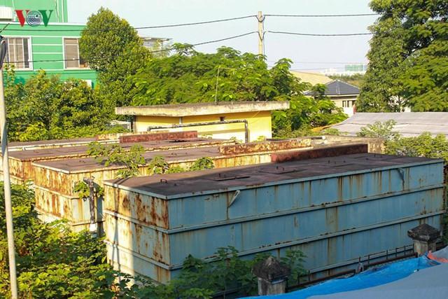 """Trạm xử lý nước thải ở Hà Nội """"đắp chiếu"""" sau 10 năm xây dựng - Ảnh 1."""