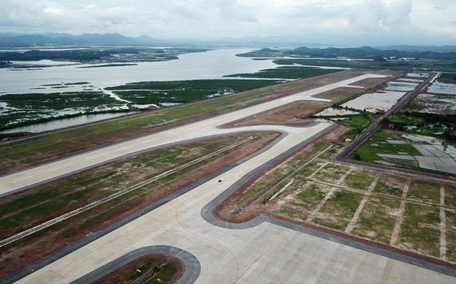 Sân bay quốc tế Vân Đồn hối hả trước ngày cán đích - Ảnh 1.