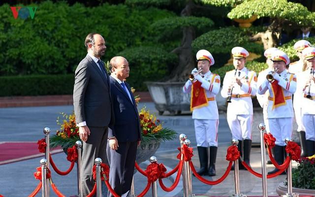 Hình ảnh lễ đón trọng thể Thủ tướng Pháp thăm chính thức Việt Nam - Ảnh 4.