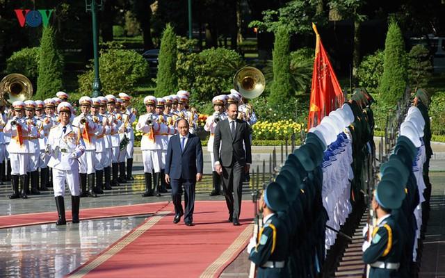 Hình ảnh lễ đón trọng thể Thủ tướng Pháp thăm chính thức Việt Nam - Ảnh 5.
