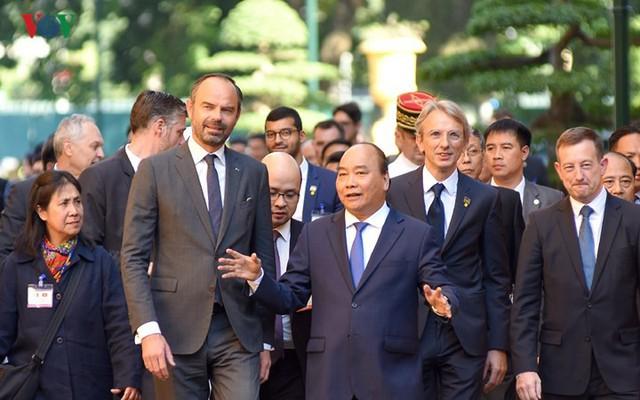 Hình ảnh lễ đón trọng thể Thủ tướng Pháp thăm chính thức Việt Nam - Ảnh 8.