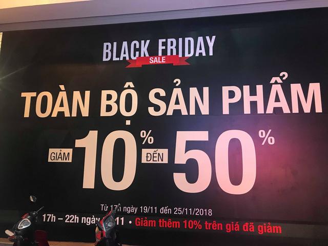 Chưa đến Black Friday, hàng loạt cửa hàng đã treo biển giảm giá - Ảnh 1.