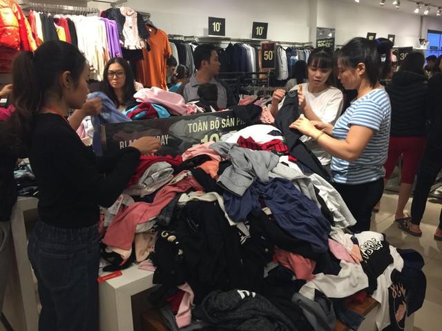 Chưa đến Black Friday, hàng loạt cửa hàng đã treo biển giảm giá - Ảnh 7.