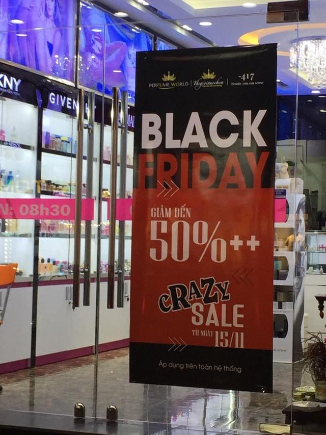 Chưa đến Black Friday, hàng loạt cửa hàng đã treo biển giảm giá - Ảnh 2.
