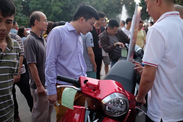 VinFast Klara giảm giá sâu ngày đầu ra mắt, người Việt đổ xô đi mua - Ảnh 3.