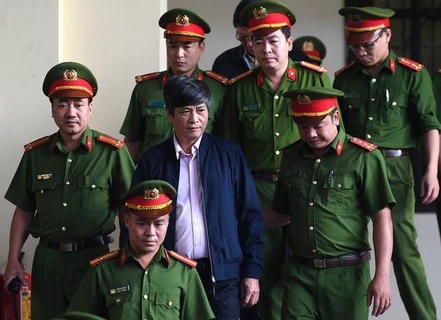 Nữ thẩm phán chặn lời khai 'lan man, không hiểu gì cả' của cựu tướng Hóa - Ảnh 2.