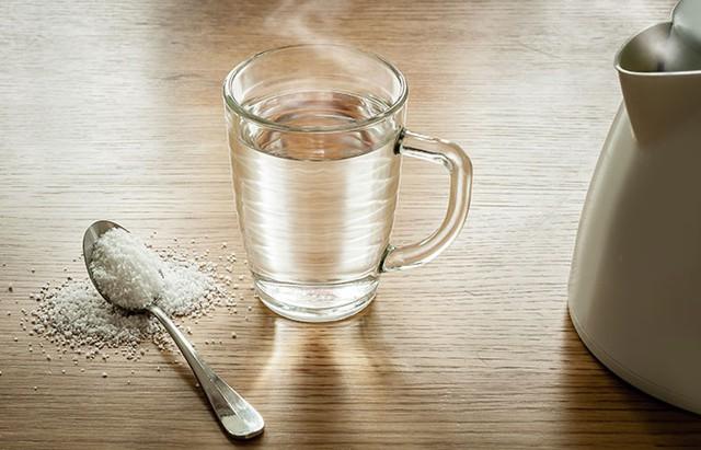 9 giải pháp chống viêm họng tại nhà cực hiệu quả, đặc biệt trong những ngày giao mùa - Ảnh 1.
