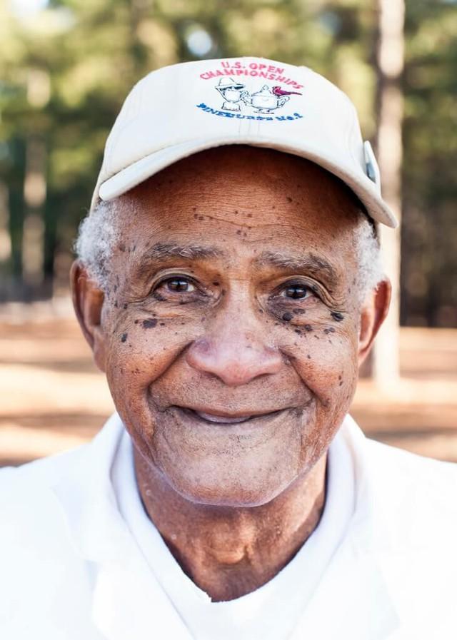 Nhìn lại sự nghiệp của caddie huyền thoại Willie McRae, suốt 75 năm sát cánh cùng các Tổng thống Mỹ trên sân golf - Ảnh 1.