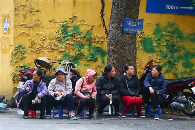 Vé chợ đen trận Việt Nam – Campuchia cao chót vót, khán giả vẫn chờ giờ G - Ảnh 2.