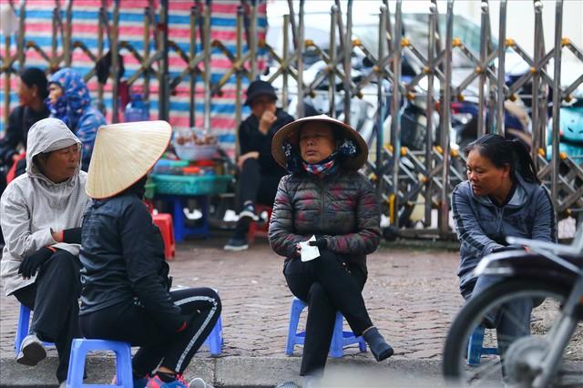 Vé chợ đen trận Việt Nam – Campuchia cao chót vót, khán giả vẫn chờ giờ G - Ảnh 5.