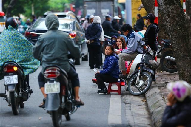 Vé chợ đen trận Việt Nam – Campuchia cao chót vót, khán giả vẫn chờ giờ G - Ảnh 6.