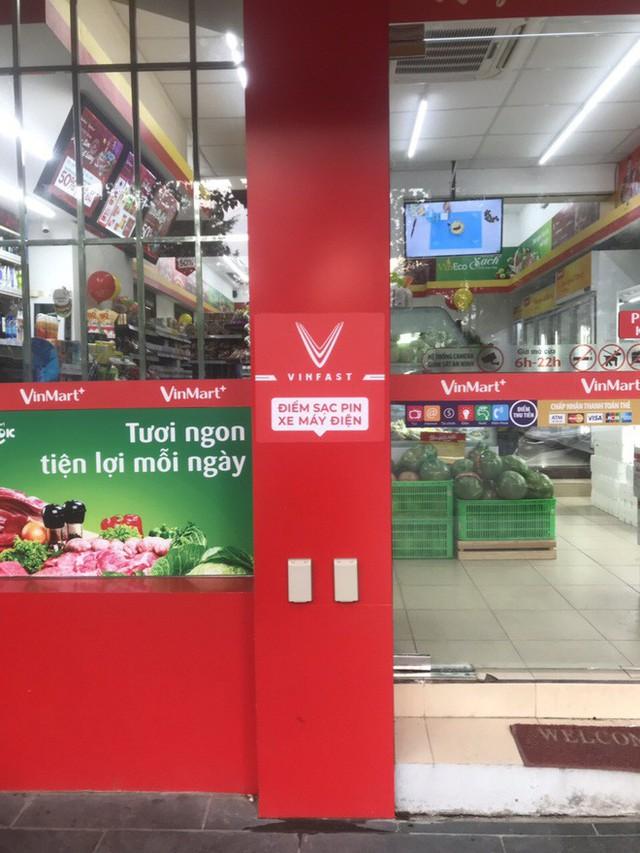VinFast công bố hình trạm sạc tại cửa hàng VinMart+, tiết lộ kế hoạch mở rộng khắp Hà Nội và TP HCM - Ảnh 1.