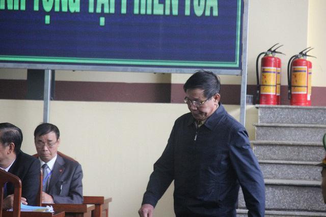 Cựu trung tướng Phan Văn Vĩnh: Tôi đã đưa một đàn ong, tổ ong vào trong tay áo - Ảnh 2.