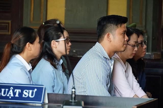Tòa buộc Eximbank phải trả gốc và lãi cho bà Chu Thị Bình - Ảnh 1.