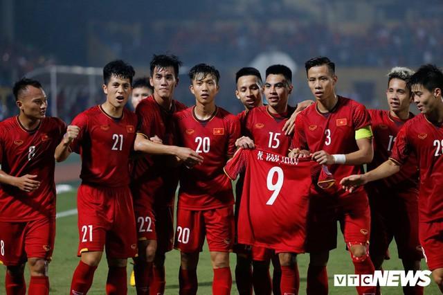 Thắng dễ Campuchia, tuyển Việt Nam đứng đầu bảng A AFF Cup 2018 - Ảnh 1.