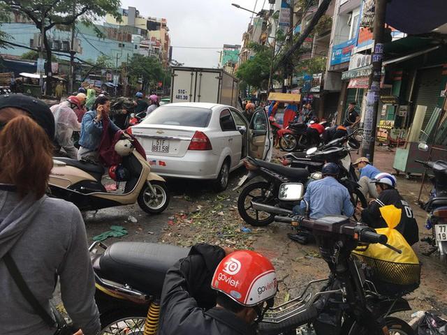 Sáng đầu tuần sau bão số 9 Sài Gòn vẫn ngập nặng, nhiều nơi kẹt xe suốt 3 giờ - Ảnh 1.