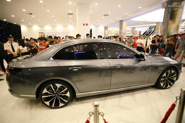 Sau màn ra mắt ấn tượng tại Hà Nội, VinFast tiếp tục thu hút hàng nghìn người dân tới tham quan và đặt mua tại Sài Gòn - Ảnh 11.