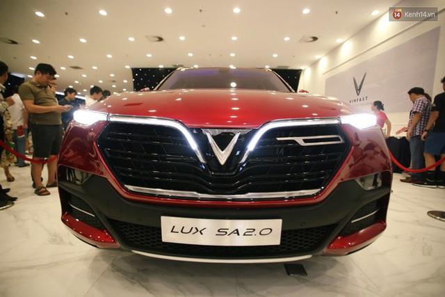 Sau màn ra mắt ấn tượng tại Hà Nội, VinFast tiếp tục thu hút hàng nghìn người dân tới tham quan và đặt mua tại Sài Gòn - Ảnh 14.