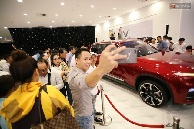 Sau màn ra mắt ấn tượng tại Hà Nội, VinFast tiếp tục thu hút hàng nghìn người dân tới tham quan và đặt mua tại Sài Gòn - Ảnh 17.