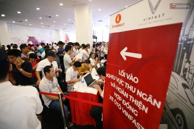 Sau màn ra mắt ấn tượng tại Hà Nội, VinFast tiếp tục thu hút hàng nghìn người dân tới tham quan và đặt mua tại Sài Gòn - Ảnh 23.