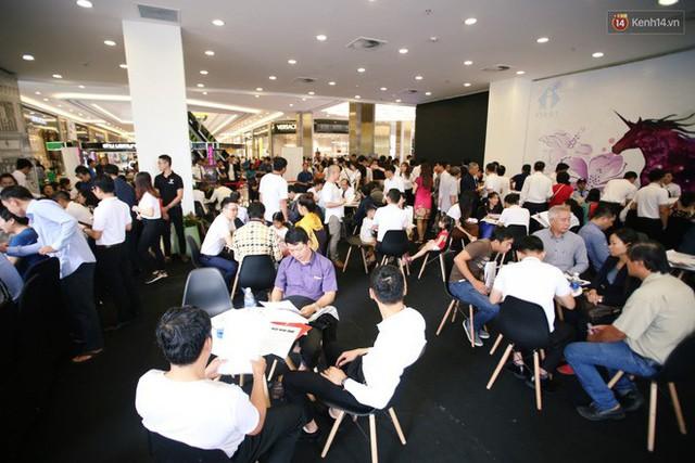 Sau màn ra mắt ấn tượng tại Hà Nội, VinFast tiếp tục thu hút hàng nghìn người dân tới tham quan và đặt mua tại Sài Gòn - Ảnh 24.