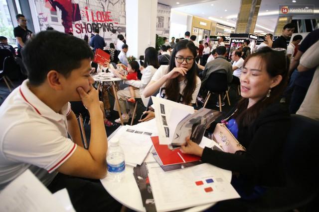 Sau màn ra mắt ấn tượng tại Hà Nội, VinFast tiếp tục thu hút hàng nghìn người dân tới tham quan và đặt mua tại Sài Gòn - Ảnh 25.