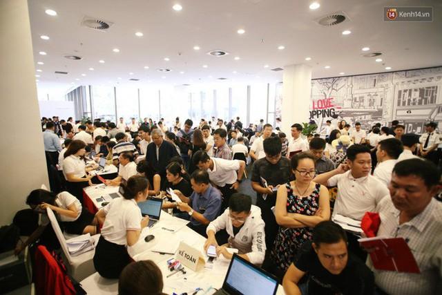 Sau màn ra mắt ấn tượng tại Hà Nội, VinFast tiếp tục thu hút hàng nghìn người dân tới tham quan và đặt mua tại Sài Gòn - Ảnh 27.
