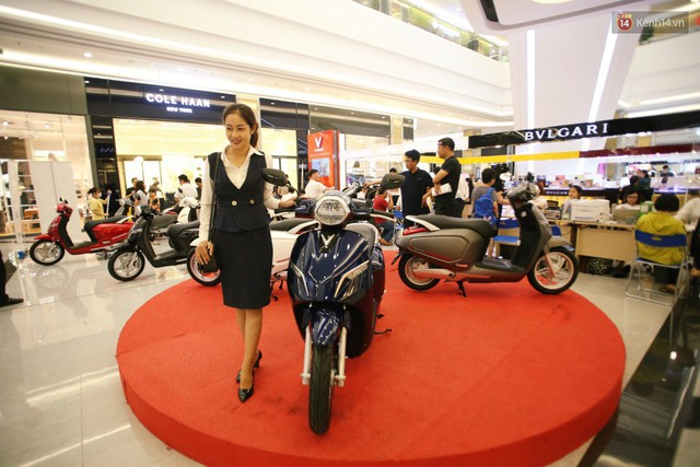 Sau màn ra mắt ấn tượng tại Hà Nội, VinFast tiếp tục thu hút hàng nghìn người dân tới tham quan và đặt mua tại Sài Gòn - Ảnh 28.