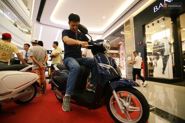 Sau màn ra mắt ấn tượng tại Hà Nội, VinFast tiếp tục thu hút hàng nghìn người dân tới tham quan và đặt mua tại Sài Gòn - Ảnh 30.